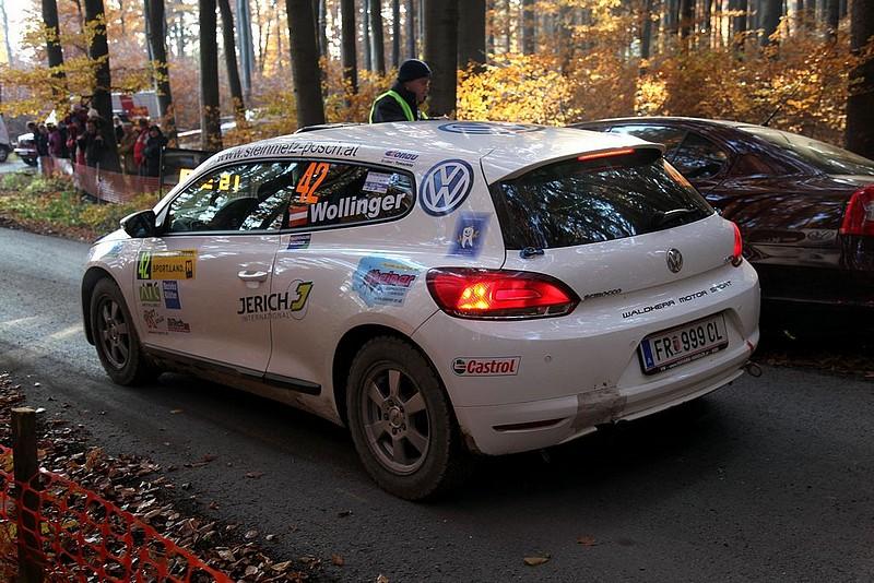 VW Scirocco vor Start im Wald
